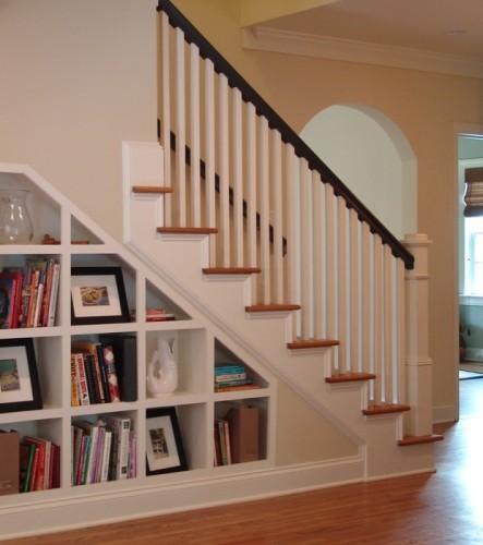 bookshelf-under-staircase-443x500