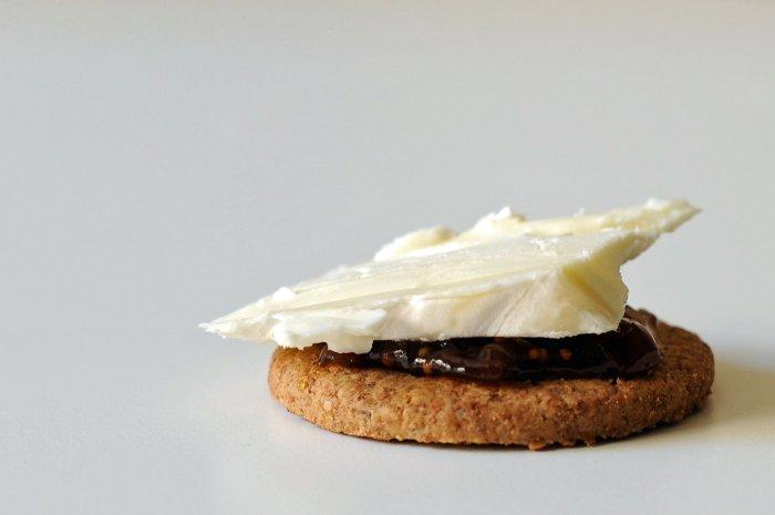 Cracker-Jam-Brie